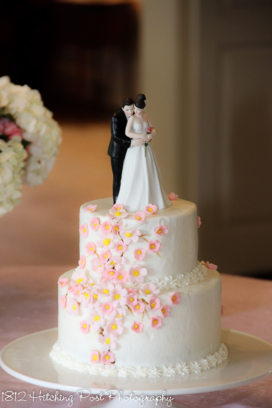 pictures of two tier wedding cakes two tier wedding cakes 18449